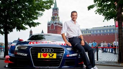 Audi-Pilot Timo Scheider vor dem Roten Platz (c)Audi