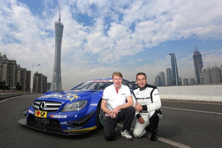 Mika Hakkinen und Bernd Schneider (c)Mercedes