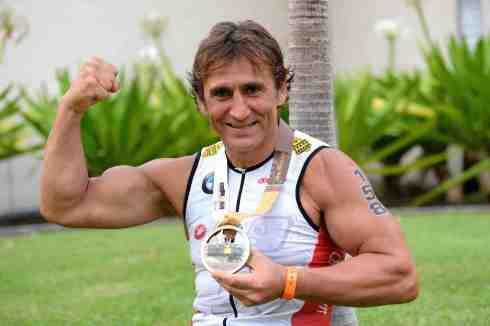 Alex Zanardi bezwang den Hawaii-Triathlon (c)BMW
