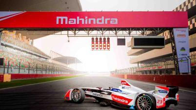 Mahindra Racing - Showrun (c)Mahindra