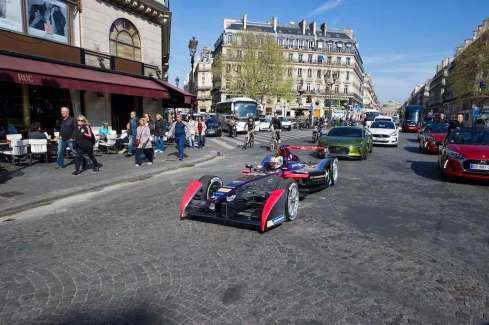 DS Virgin mitten in Paris (c)DS Virgin