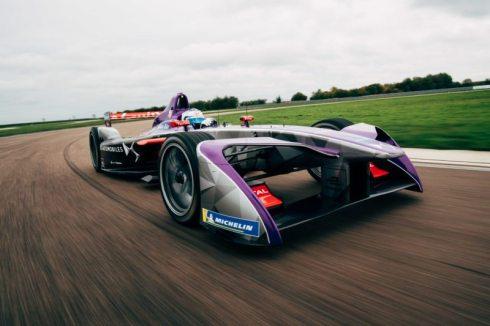 DSV-03-Formula-E-car-in-action_(c)DS Virgin