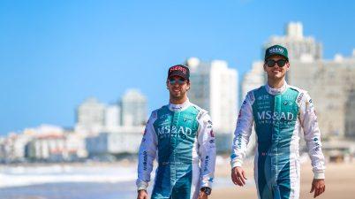 Im sechsten Saisonrennen der ABB FIA Formula E Championship hat das Team von MS&AD Andretti Formula E die Punkteränge knapp verpasst. António Félix da Costa (POR) beendete den Punta del Este E-Prix (URU) auf dem elften Rang. Sein Teamkollege Tom Blomqvist (GBR) belegte den 16. Rang. Der Sieg ging an Techeetah-Pilot Jean-Eric Vergne (FRA). Der Punta del Este E-Prix schloss die erste Hälfte der aktuellen Formel-E-Saison ab. Nach sechs Überseerennen kommt die Serie nun nach Europa: Der nächste Lauf wird am 14. April in Rom (ITA) ausgetragen. Das Qualifying Bevor es ins Qualifying ging, hatte Tom Blomqvist im zweiten freien Training eine Schrecksekunde zu überstehen: In einer Rechtskurve verlor er auf dem Randstein die Kontrolle über sein Fahrzeug und rutschte auf der gegenüberliegenden Seite in den Reifenstapel. Während das Team das Auto reparierte, setzte Blomqvist das Training im anderen Fahrzeug fort. Im Qualifying ging er dann in der ersten der vier Gruppen an den Start und fuhr eine Rundenzeit von 1:16,424 Minuten. António Félix da Costa fuhr in der zweiten Gruppe auf die Strecke und kam auf eine Zeit von 1:14,973 Minuten. Am Ende standen für Félix da Costa der 13. und für Blomqvist der 17. Rang des Qualifying-Klassements zu Buche. Nach der Qualifikation sprach die Rennleitung gegen einige Piloten Strafen aus. Félix da Costa profitierte davon und rückte auf den elften Platz der Startaufstellung vor. Blomqvist dagegen wurde ans Ende des Feldes zurückversetzt, da nach seinem Unfall das Getriebe gewechselt werden musste. Das Rennen Am Start machte Félix da Costa gleich einen Platz gut und verbesserte sich auf den zehnten Rang. In einem spannenden und von vielen Positionswechseln geprägten Rennen arbeitete sich der Portugiese anschließend noch bis auf den achten Platz nach vorn, verlor jedoch im weiteren Rennverlauf wieder an Boden. Nach 37 Runden erreichte er das Ziel auf dem elften Rang. Blomqvist versuchte von hinten eine Aufholjagd, musste sich aber letztlich mit 