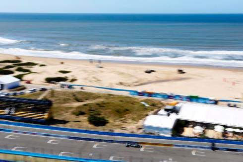 Jaguar racing in Punta del ste (c)Jaguar