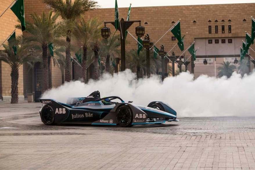 VENTURI_Formula_E_Team_driver_-_Felipe_Massa_behind_the_wheel_of_the_official_championship_car_on_the_streets_of_the_Saudi_Arabian_capital_to_launch_the_SAUDIA_Ad_Diriyah_E-Prix (c)Formel E