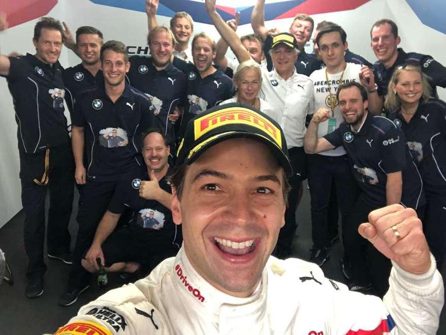 Augusto Farfus feiert Macau Sieg (c)BMW