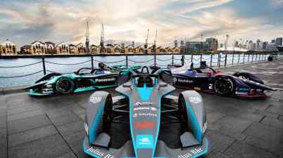 A_trio_of_fully-electric_cars_lined-up_in_formation_outside_ExCeL_London_-_the_scene_of_Formula_E_s_racing_return_to_the_UK_capital_in_season_six (c)FiaFormulaE