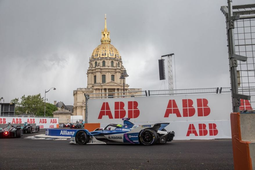 Alex Sims in Paris (c)BMW