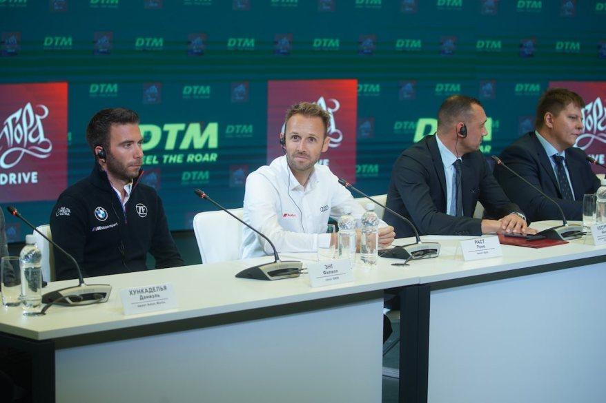 Philipp Eng und Rene Rast und Achim Kostron in St. Petersburg