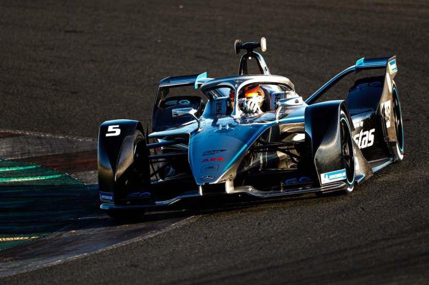 Vandoorne im Mercedes Valencia ©mercedes,LAT_Images