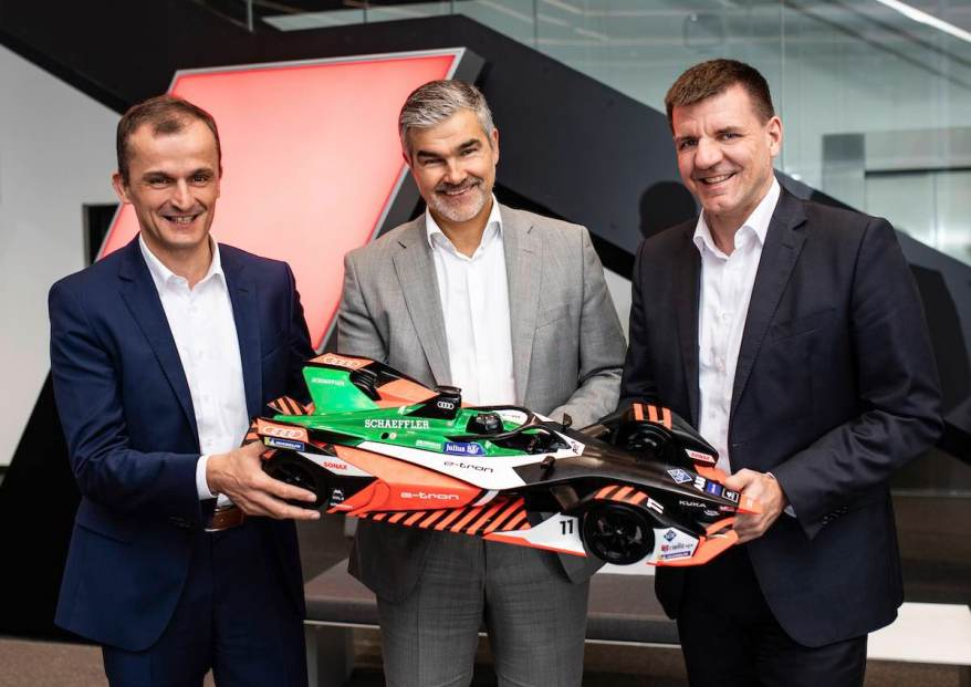 Matthias Zink (CEO Automotive OEM Schaeffler), Dieter Gass (Head of Audi Motorsport), Dr. Jochen Schröder (Head of E-Mobility business division Schaeffler) ©Audi