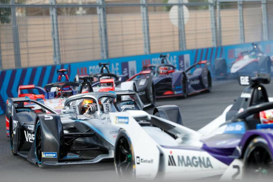 Vandoorne im Infight in Diriyyah ©Mercedes, LAT Images