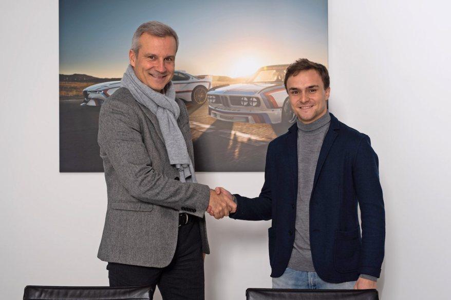 Marquardt und Auer beim Unterzeichnen ©BMW,Martin Hangen/hangenfoto