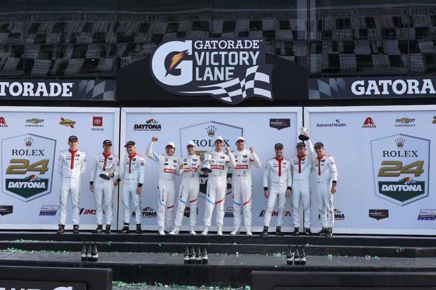 Daytona 24h Sieger BMW vor 2 Porsche-Teams ©BMW