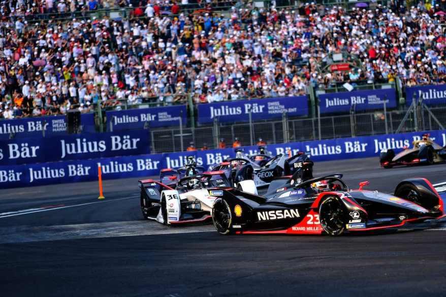 Sebastien Buemi,Nissan vor Andre Lotterer,Porsche ©Nissan,Jamie SheldrickFIA Formula E Mexico City E-Prix
