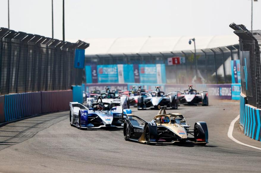 Antonio Felix da Costa (PRT), DS Techeetah, DS E-Tense FE20 leads Maximilian Günther (DEU), BMW I Andretti Motorsports, BMW iFE.20 ©courtesy by FormulaE