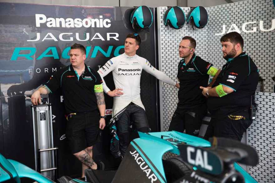 James Calado und sein Jaguar-Team ©Jaguar