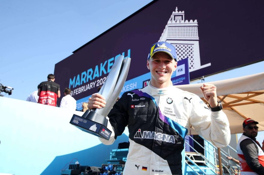 Max Günther mit Pokal in Marrakesch ©BMW