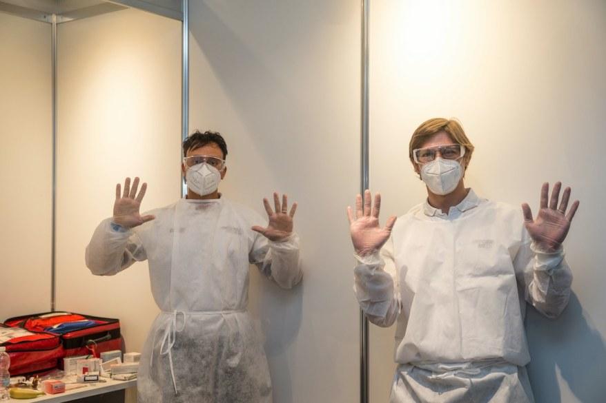 BMW Physio-Therapeuten Alessio Erra und Isreal Sanchez Hernandes ©BMWBMW