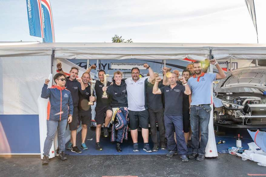 Engstler-Motorsport-in Jubelstimmung ©WTCR