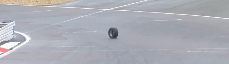 Mercedes-Reifen allein auf weiter Flur ©ADAC 24h,Veranstalter