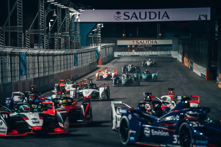 Porsche mittendrin Formel E Race 2 Diriyah EPrix ©Porsche