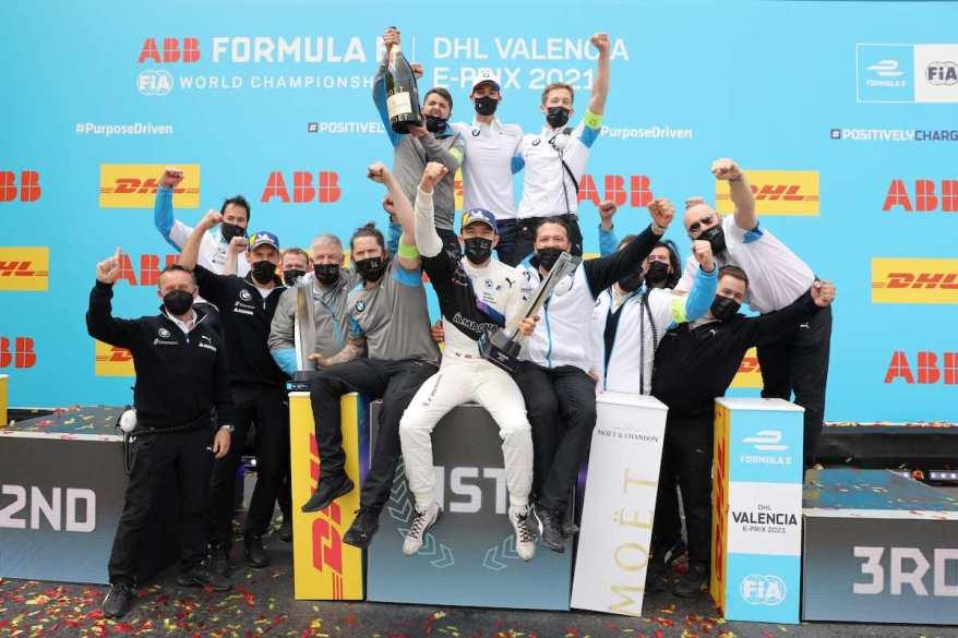 Dennis Sieg mit BMW-Team in Valencia © BMW