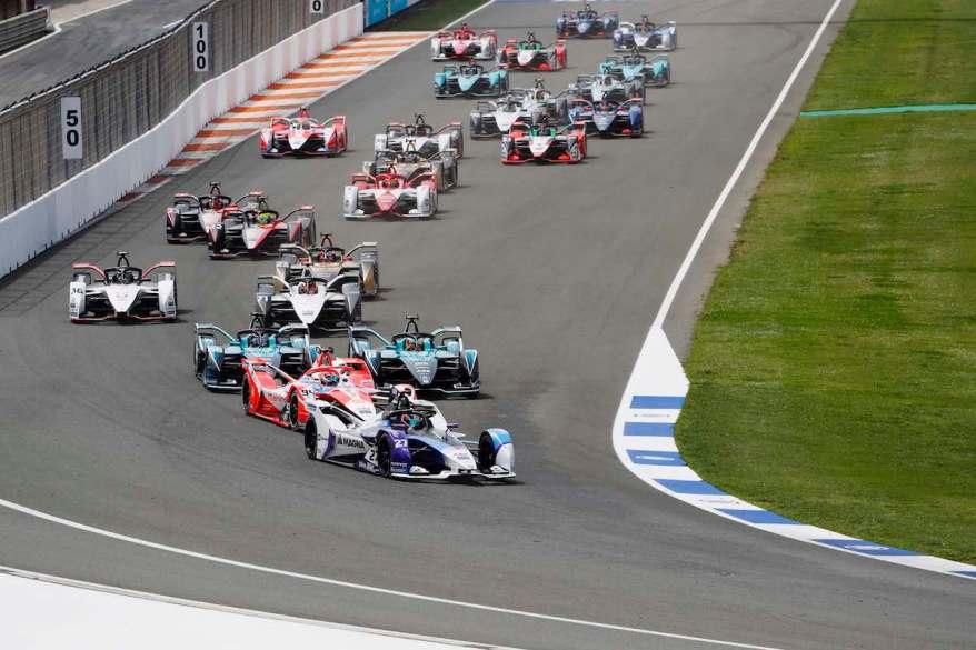 Jake Dennis vor Lynn @ FIA FormulaE