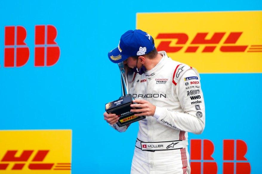 Nico Muller (CHE), Dragon Penske Autosport, 2nd position, kisses his trophy © FIA FormulaE