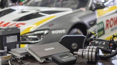 Schaeffler Paravan Technologie bei mit BMW ROWE RACING ©ROWE RACING
