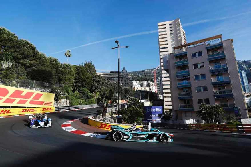 Jake Dennis im BMW iFE.21 hinter Mitch Evans (Jaguar)Monaco ©FIA FormulaE