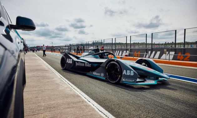 Kevin Siggy im Formel E Auto ©BMW