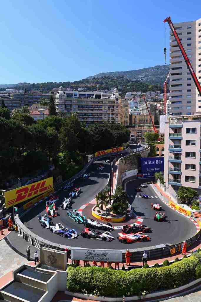 The cars make their way round the hairpin on the opening lap Formel E @FIA FormulaE
