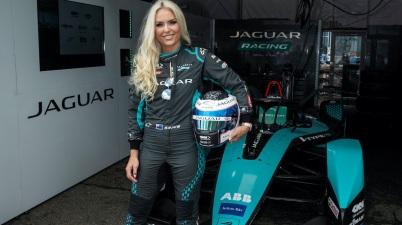 Lindsey Vonn im Jaguar Outfit ©Andrew Ferraro / LAT Images