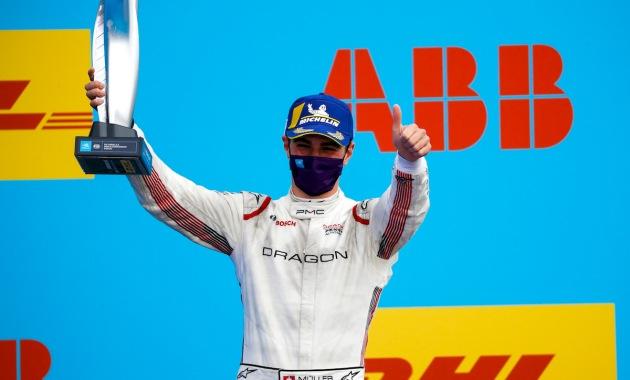 Nico Muller, Dragon Penske Autosport, 2nd position, with his trophy ©FIA FormulaE
