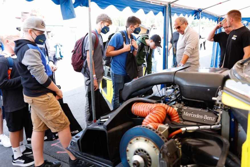 Klaus Ludwig mit Fans,DTM Nuerburgring ©DTM