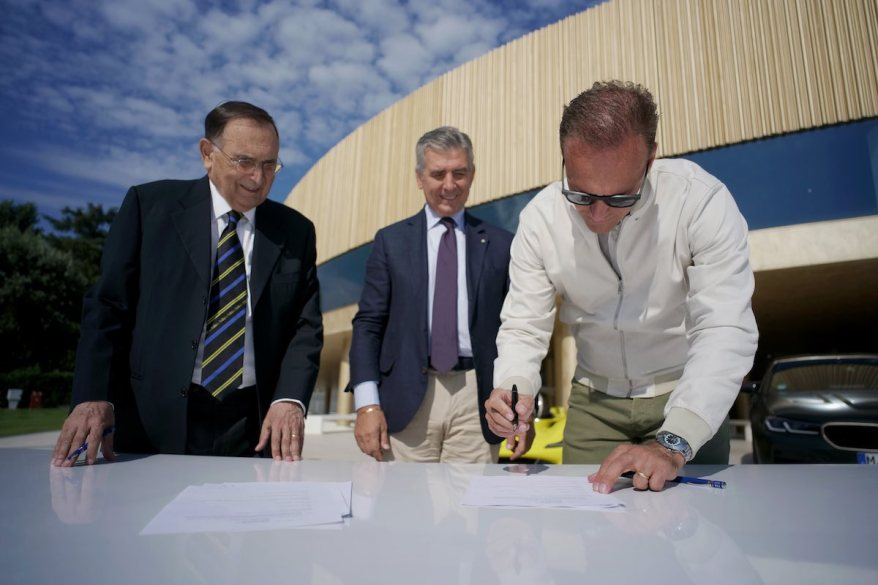 Markus Flasch, Giampaolo Dallara, Andrea Pontremoli,BMW und Dallara Vertragsunterzeichnung ©BMW